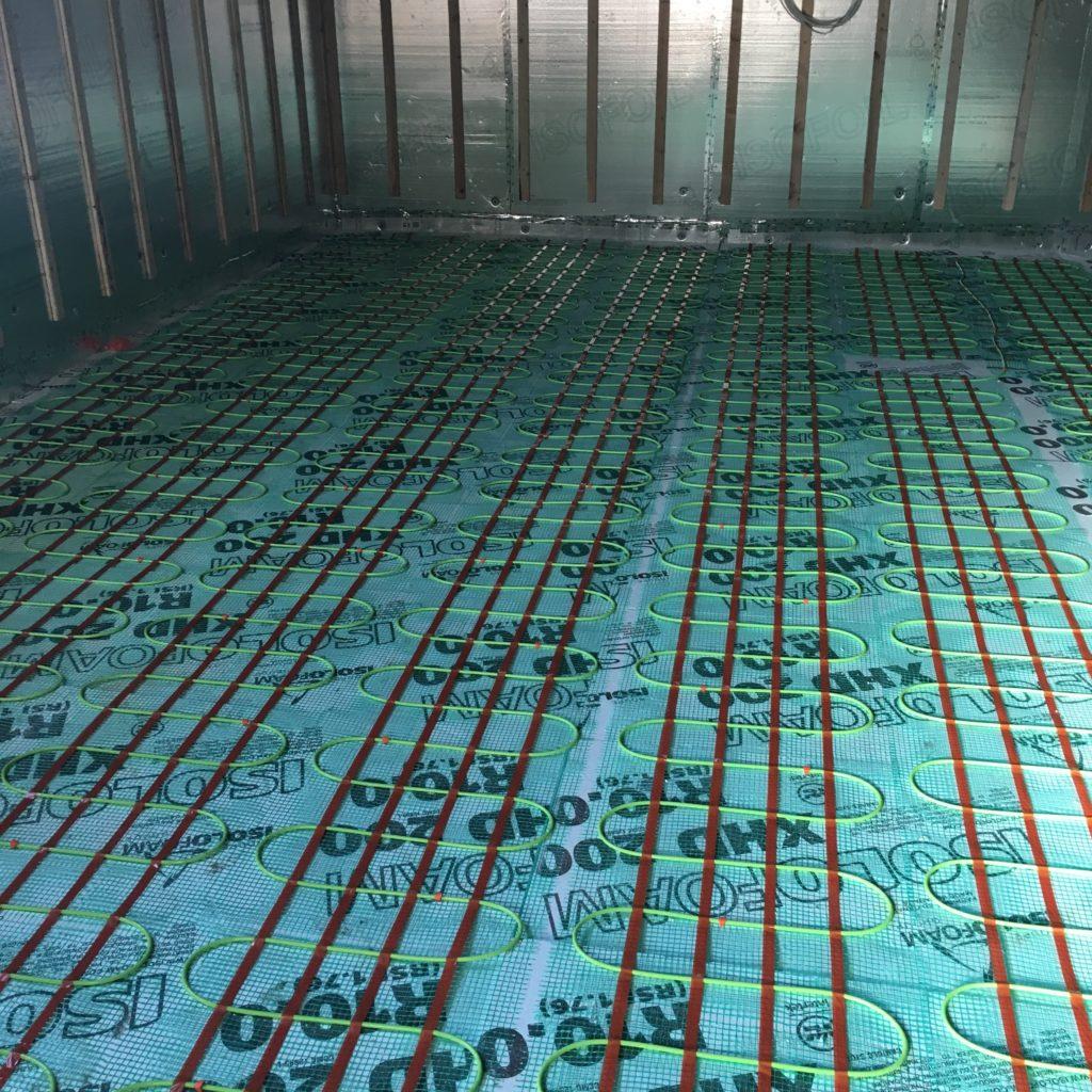 Plancher chauffant de marque Flexterm sous dalle de béton résidentiel.